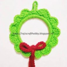 DIY Crochet Wreath Ornament Pattern and Tutorial