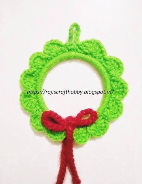 DIY Crochet Wreath Ornament Pattern and Tutorial