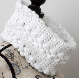 Snowy-Path-Cowl-Free-Crochet-Pattern