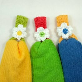 Daisy Towel Holder Pattern by Claudia Lowman