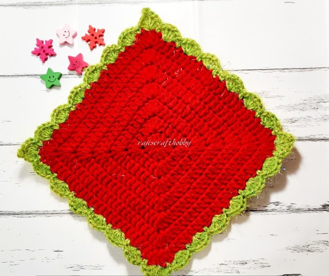 Crochet-Christmas-Tablemat