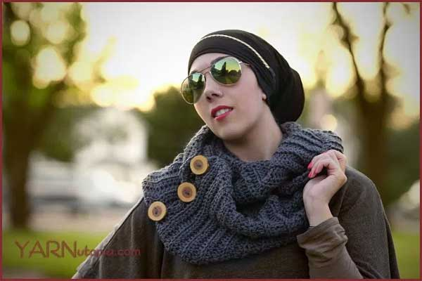 Free Crochet Tutorials has hundreds of photo and video tutorials. This tutorial teaches you to crochet the Passion for Fashion Scarf.